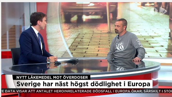 Alex Breeze blir intervjuad av TV4